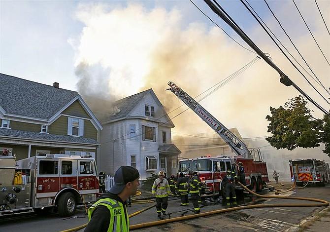 Decenas de explosiones de gas dejan múltiples heridos cerca de Boston