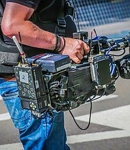 PERIODISMO. Foto de referencia que muestra a una persona con una cámara