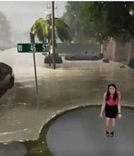 TIEMPO. La presentadora Ericka Navarro explica el pronóstico del clima por la llegada de Florence