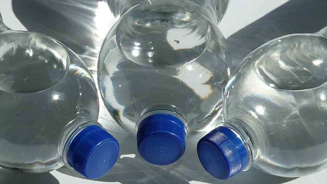 Imagen referencial - Agua en botella