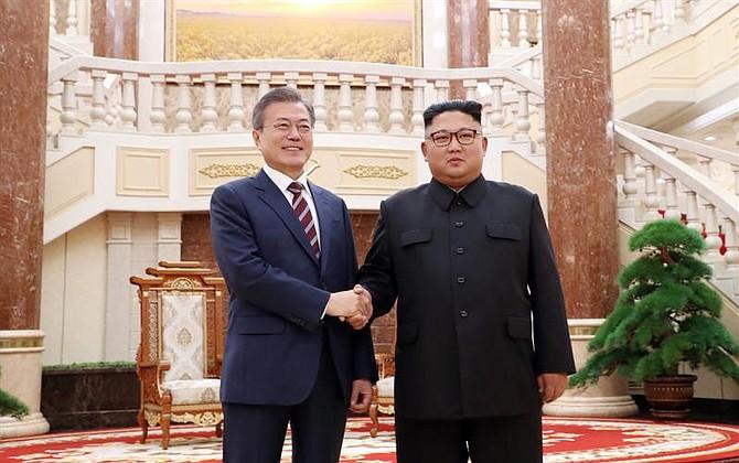 POLÍTICA. El presidente surcoreano, Moon Jae-in y el líder norcoreano, Kim Jong-un, se reúnen en la sede del Comité Central del Partido de los Trabajadores en Pionyang