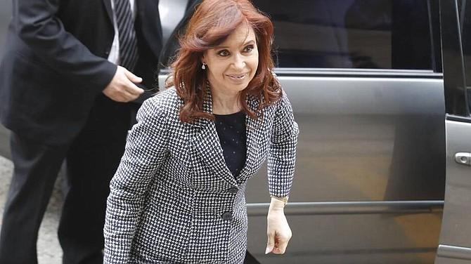 """CORRUPCIÓN. Fernández, procesada ya en seis casos, llegó a los tribunales de Buenos Aires convocada a declarar por presuntos delitos de lavado de dinero en la causa conocida como la """"Ruta del Dinero K (Kirchner)""""."""