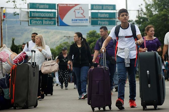 CRISIS. Este martes el embajador de Colombia ante los Estados Unidos, Francisco Santos, dijo que es necesario considerar todas las opciones para resolver la crisis de su vecino país