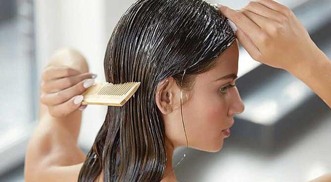 PRUÉBALO. Péinate el cabello antes de lavarlo, eso evitará que se enrede innecesariamente cuando lo laves. Acondicionarlo también ayuda.