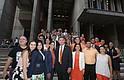 Miembros del grupo de empleados Latinx de la Alcaldía, líderes latinos del City Hall y miembros de la comunidad acompañaron al alcalde Walsh a la ceremonia de iluminación del City Hall en honor al Mes de la Herencia Hispana.