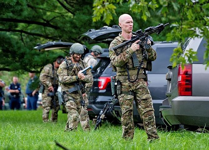EE.UU. Agentes del FBI toman posiciones en el lugar donde se produjo un tiroteo en el condado de Harford (Maryland)