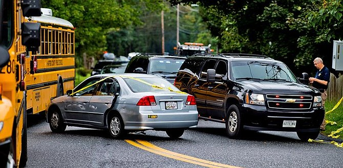SUCESO. El vehículo de una de las víctimas en el lugar donde se produjo un tiroteo en Maryland, el 20 de septiembre de 2018