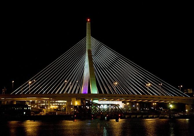 Zakim Bridge celebra su aniversario 15 con un show de luces