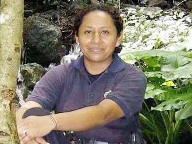 EL SALVADOR. Los familiares de la agente de la Policía Carla Mayarí Ayala ya recibieron sus restos