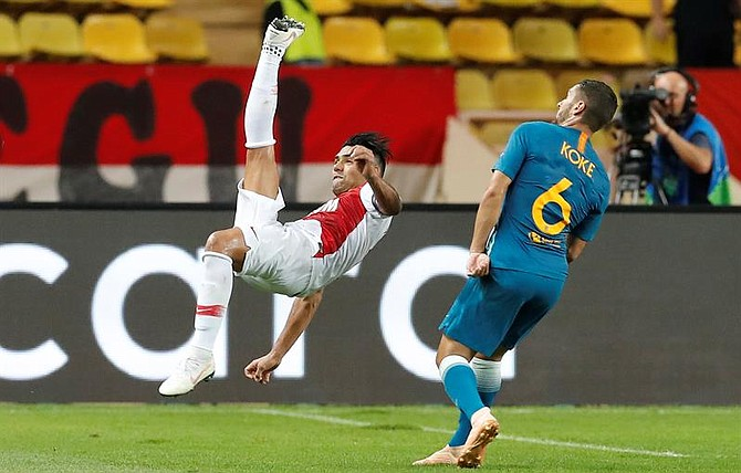 FÚTBOL. Radamel Falcao de AS Monaco en acción ante Koke  de Atlético Madrid