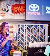 La periodista Neida Sandoval llamar a utilizar la app Airbag Recall.