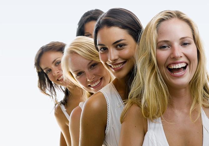 ¿Son más inteligentes las mujeres por cuidar su piel?
