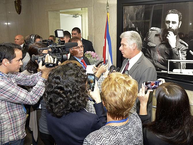 ENCUENTRO. En el encuentro, discutió cómo aumentar la conectividad de la isla, proveer acceso a internet a través de los móviles y desarrollar la cultura de start-ups n la isla de Cuba.