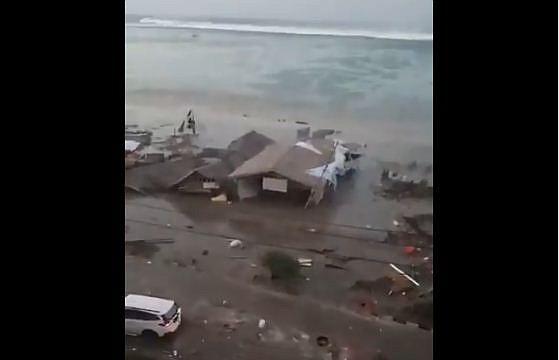 INDONESIA. Una persona grabó el desastre natural y compartió el video en redes