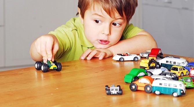 Los juguetes ayudan a los niños a desarrollar su imaginación.