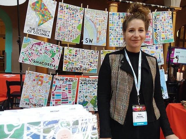Creatividad. Torie Partridge, directora creativa Cherry Blossom Creative, cuya misión es producir coloridos mapas de diferentes barrios de la ciudad.