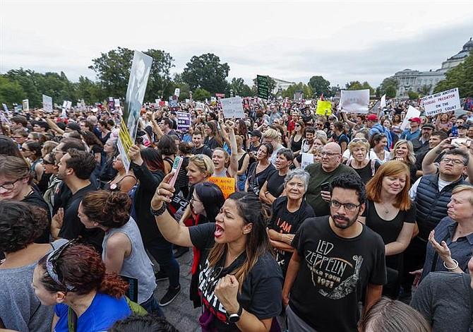 Manifestantes protestan a las afueras del Senado en Washington [FOTOS]