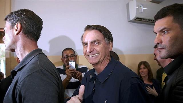 ELECCIONES.  El candidato ultraderechista Jair Bolsonaro, vota hoy, domingo, 7 de octubre, en una región en la zona norte de Brasil