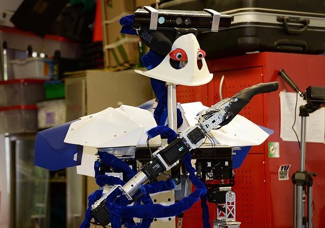"""""""Justina"""", la robot mexicana que atiene tareas del hogar"""