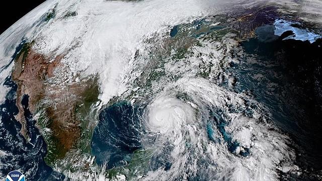 CLIMA. La presión mínima descendió a 957 milibares y sus vientos de huracán ahora se extienden a 45 millas del centro.