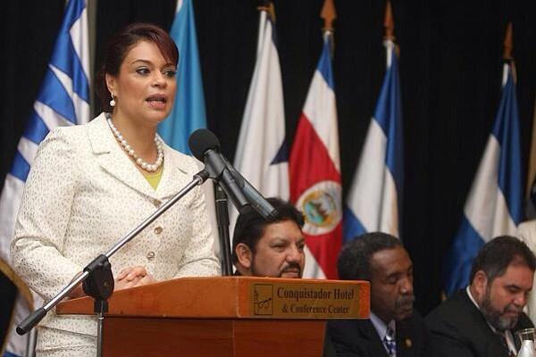 Condenan a prisión a exvicepresidenta de Guatemala por corrupción