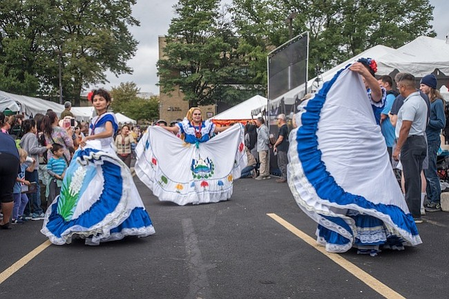Bailarines salvadoreños en festival World of Montgomery
