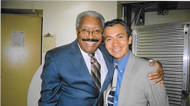 Rafael Ithier Nadal (izq.), fundador del Gran Combo de Puerto Rico con Oscar Condezo, productor y promotor local, presidente de Oscar's Productions.