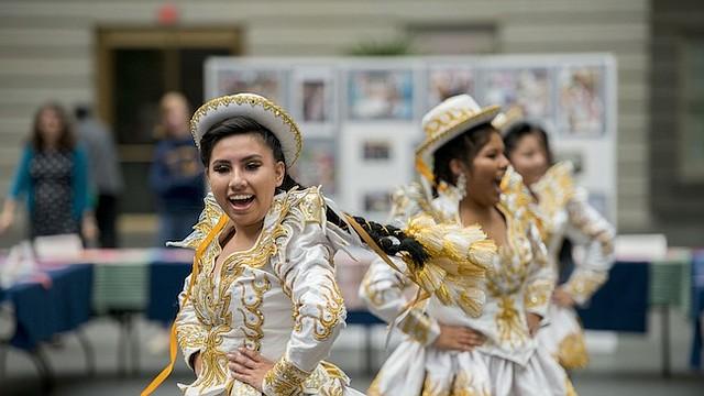 TRADICIONES. Danza, música y arte formaron parte de la celebración de la Herencia Hispana de la Galería Nacional de Retratos en asociación con la Escuela Carlos Rosario.