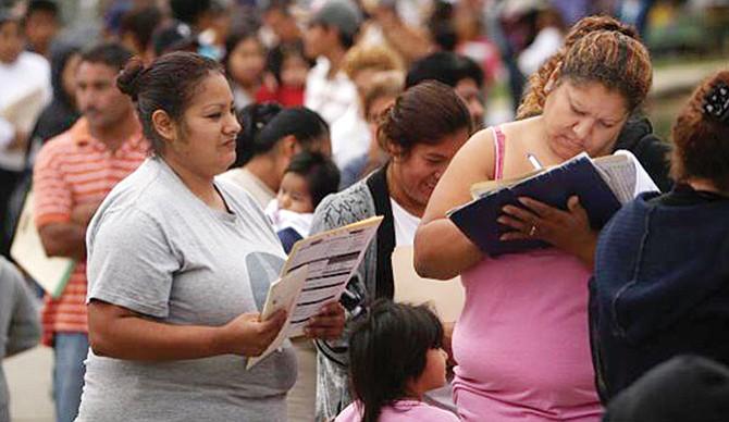 Inmigrantes aportan más  al sector salud privado y lo usan menos