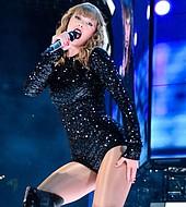 Taylor Swift tuvo una noche inolvidable en los American Music Awards.