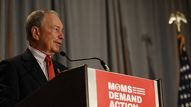 POLÍTICA. Foto de archivo de Mike Bloomberg durante un discurso
