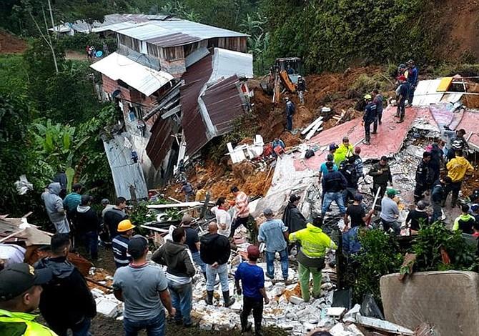 Más de 10 muertos por derrumbe en Colombia