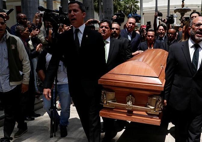 Francia llama a embajador de Venezuela tras muerte del concejal opositor