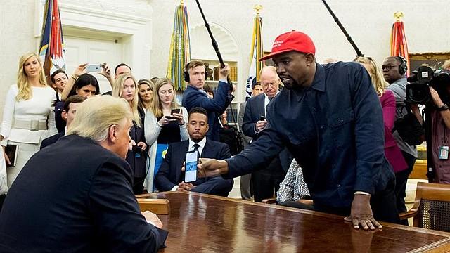 WASHINGTON. El presidente Donald Trump recibió al rapero Kanye West durante una reunión en el Despacho Oval de la Casa Blanca