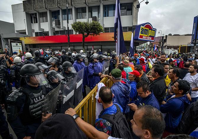 Ajustes fiscales: Gremios de Costa Rica denuncian que presidente Alvarado no quiere dialogar