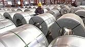 Trump. Impuso gravámenes del 25% a las importaciones de acero y del 15% a las de aluminio de Canadá y México.