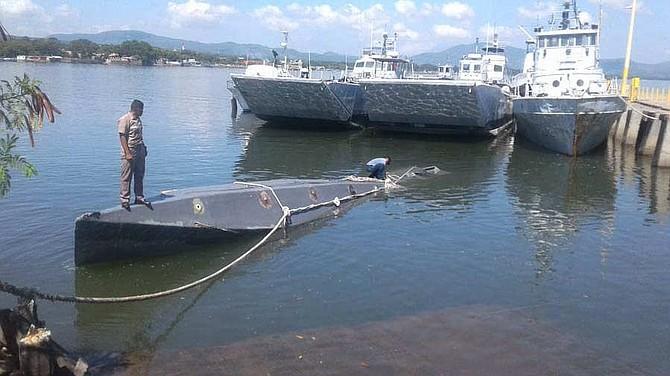 INCAUTACIÓN. El narco submarino fue interceptado por la Fuerza Naval  el 2 de octubre pasado al sur de las costas de La Unión.