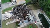 Vista aérea de la casa quemada afectada por el accidente