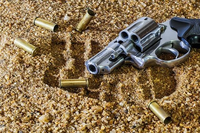 Gobernador de Florida suspende a alguacil por errores en matanza de Parkland