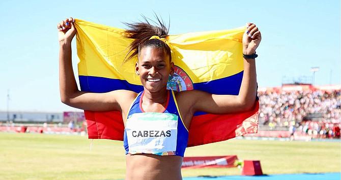 ATLETISMO. La atleta Valeria Cabezas logró ocupar el puesto más alto del podio en la prueba de 400 metros vallas