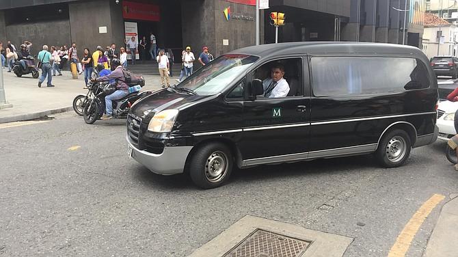 LLEGADA. Momento en el que los restos del concejal Fernando Albán son trasladados a la Asamblea Nacional.