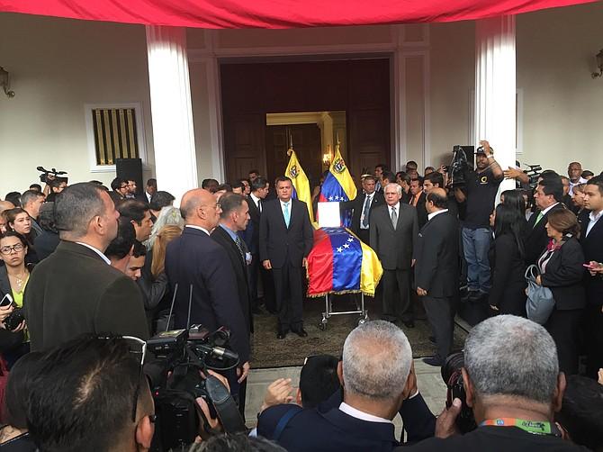 HONOR. Dirigentes políticos rindieron homenaje al concejal Fernando Albán.