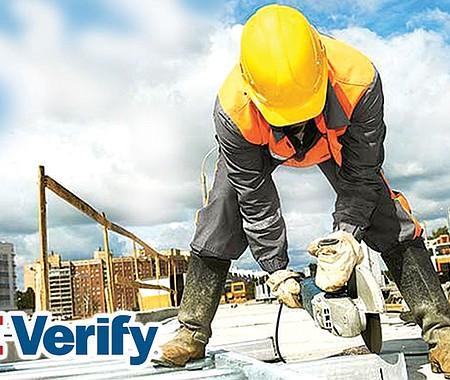 E-VERIFY. Aunque los sectores manufactura, agricultura, servicio están en mayor riesgo de ser intervenidos, todos los empleadores, sin importar su línea de producción, deben prestar atención al cumplimiento de la ley migratoria.