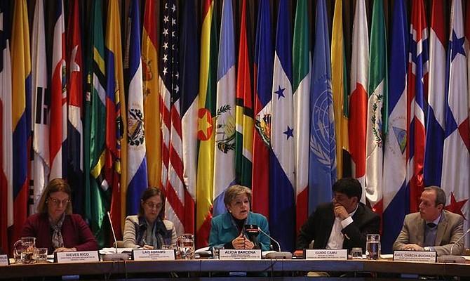 ESTIMACIONES. Los países suramericanos, especializados en la producción de bienes primarios, en especial petróleo, minerales y alimentos, crecerán el año que viene un 1,6 %, aunque Argentina (-1,8 %) y Venezuela (-8 %) seguirán con números rojos.