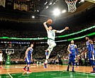 Jayson Tatum comandó el ataque de Celtics ante los Sixers.