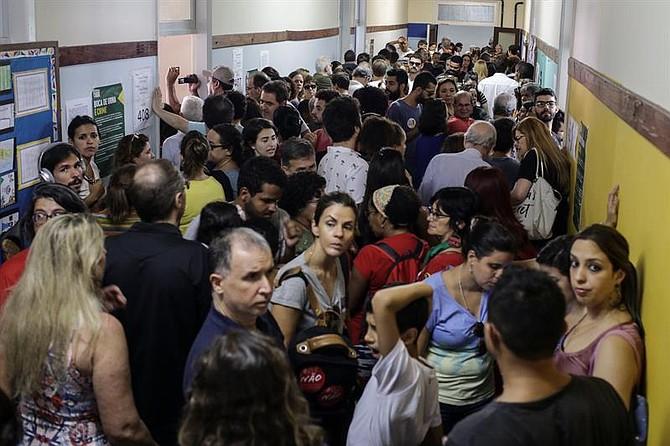 ELECCIONES. El compromiso fue hecho por iniciativa de la Asociación Brasileña de Prensa (ABI), que presentó el mismo documento ante ambos aspirantes y lo divulgó.