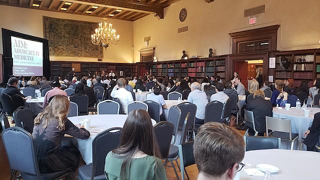 Cerca de 150 estudiantes de medicina de ocho escuelas se reunieron en la New York Academy of Medicine para discutir cómo defender a los pacientes a medida que vayan empezando a trabajar en clínicas y hospitales.