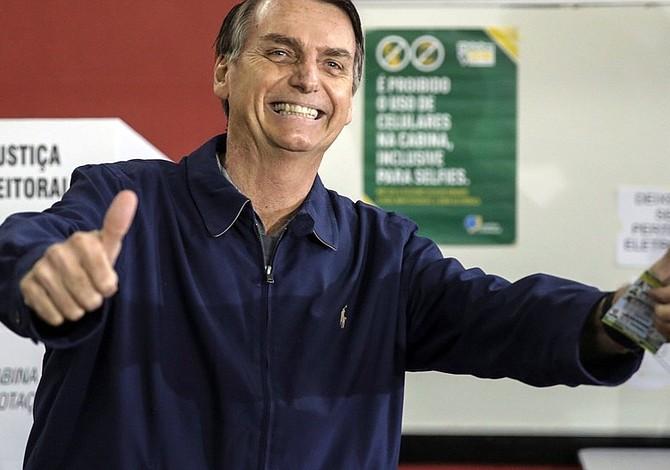 Bolsonaro ganaría elecciones en Brasil con 57% del apoyo