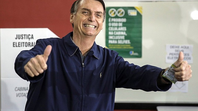 ELECCIÓN. Según una encuesta divulgada por la firma MDA, el ultraderecha Jair Bolsonaro será elegido el próximo domingo como nuevo presidente de Brasil con 57% de los votos válidos.