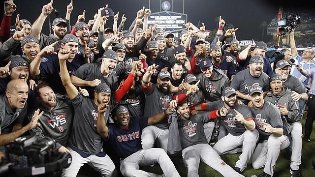 Los Medias Rojas celebran en el Dodger Stadium la conquista de la Serie Mundial 2018